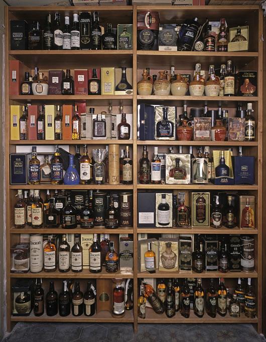 Museo cafe de l 39 opera barcelona - Estanterias para botellas ...